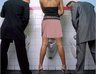 Női okosság: hogyan lehet állva pisilni higiénikusan, nyilvános helyen?